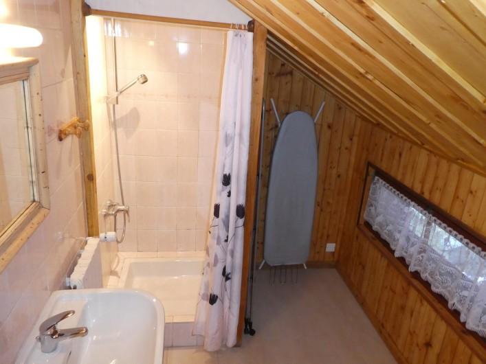 Location de vacances - Chalet à Bellevaux - Salle d'eau  Etage