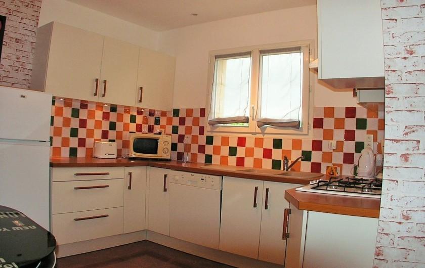 Location de vacances - Villa à Lalbenque - myLOT, cuisine équipée, four, micro-ondes, frigo, ...