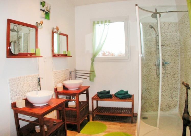 Location de vacances - Villa à Lalbenque - LOTus, salle d'eau de la suite bambou, double vasque
