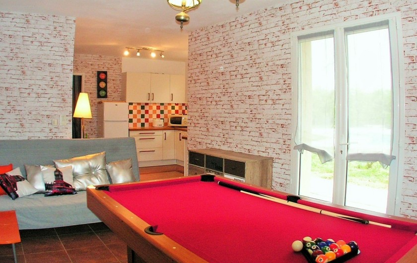 Location de vacances - Villa à Lalbenque - myLOT, salon avec le canapé convertible 140cm