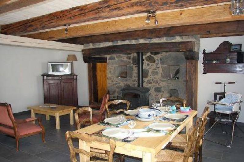 Location de vacances - Gîte à La Tour-d'Auvergne - Salle à manger Rez de jardin