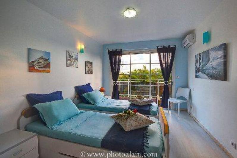 Location de vacances - Villa à Sainte-Anne - Chambre Bleue  2 lit 90 x 200