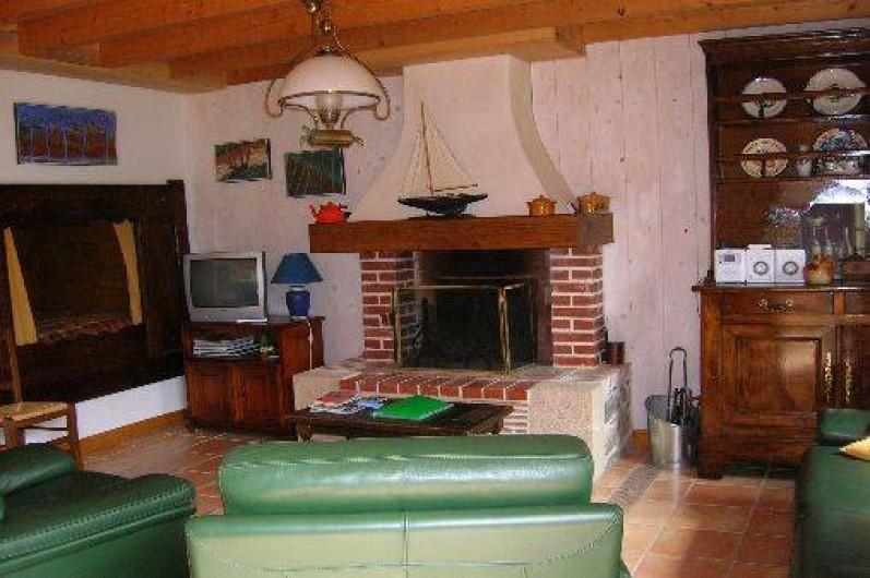 """Location de vacances - Maison - Villa à Erquy - salon """"les 3 pierres"""",lit clos au fond(2 personnes)"""