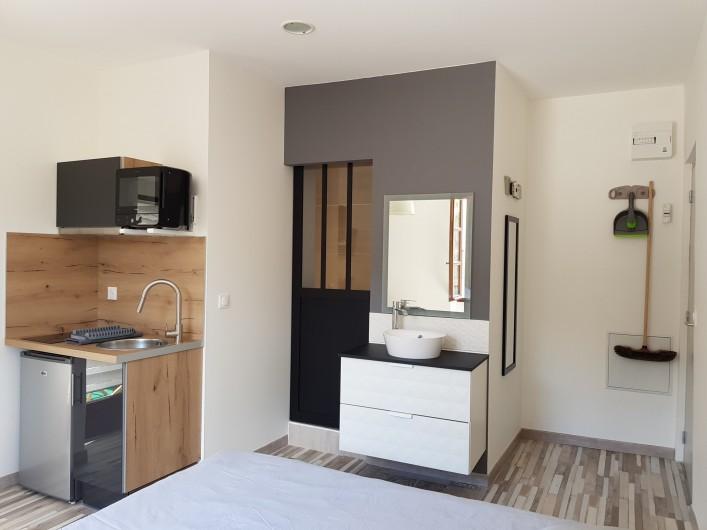 Location de vacances - Appartement à Saint-Montan - Acampadis- kitchenette