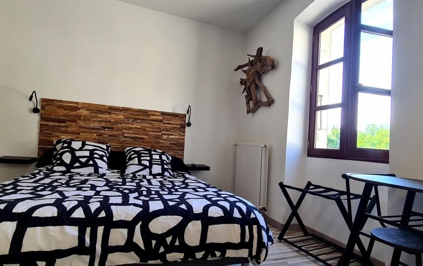 Location de vacances - Appartement à Saint-Montan - Acampadis- lit King size