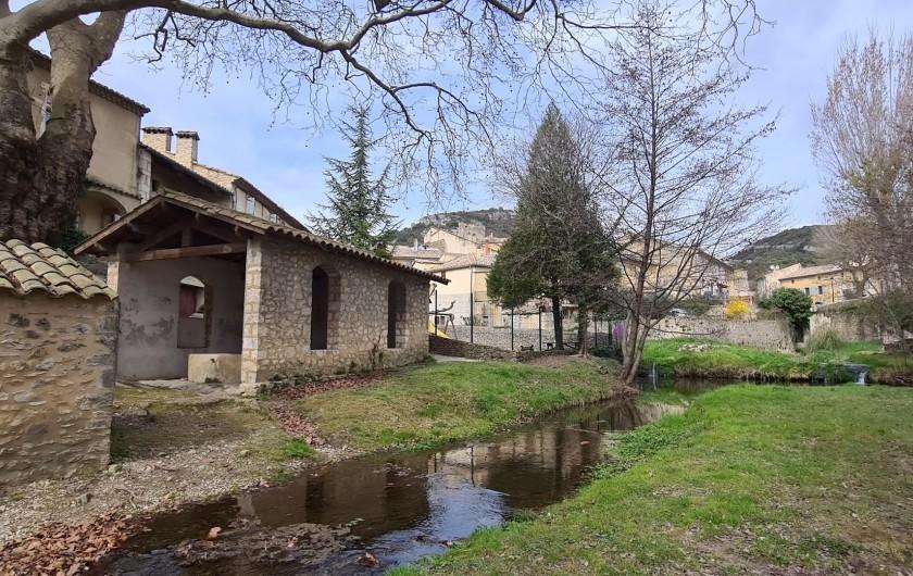Location de vacances - Appartement à Saint-Montan - lavoir place Poullalé- Saint Montan