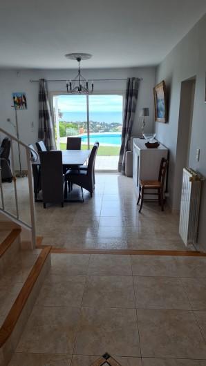 Location de vacances - Villa à Les Issambres - séjour côté salle à manger
