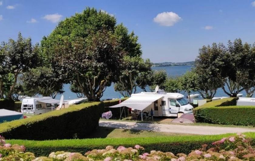 """Location de vacances - Camping à Salles-Curan - camping beau-rivage lac de pareloup Aveyron """" les pieds dans l'eau"""""""