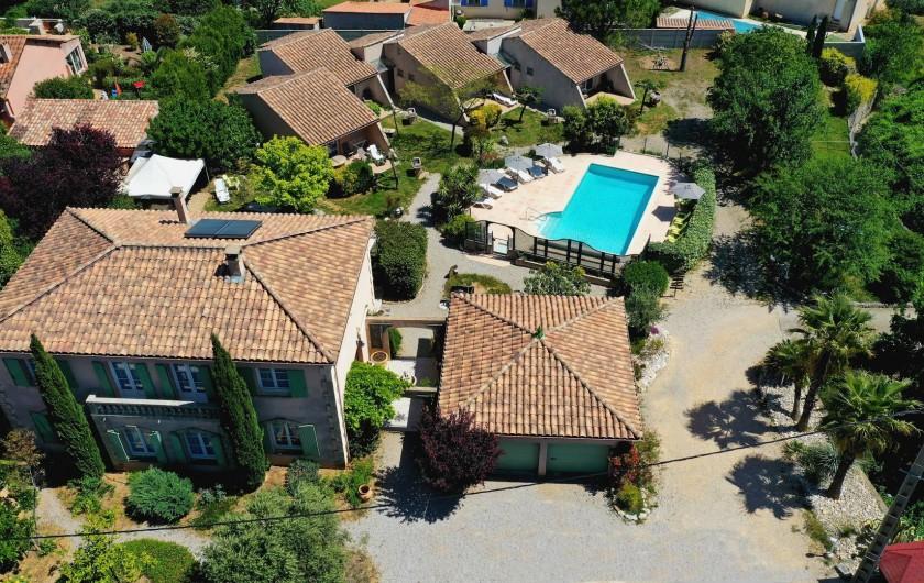 Location de vacances - Chambre d'hôtes à Saint-Jean-de-Fos - La propriété vue du ciel