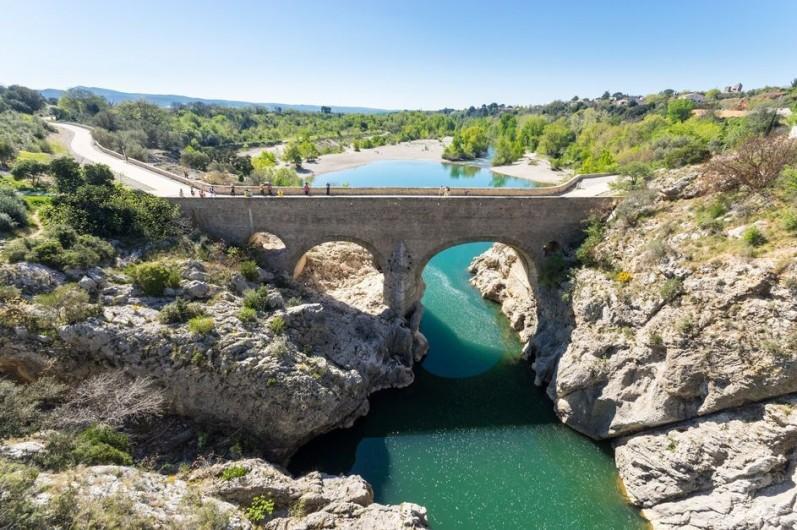 Location de vacances - Chambre d'hôtes à Saint-Jean-de-Fos - Pont du diable sur le fleuve Hérault