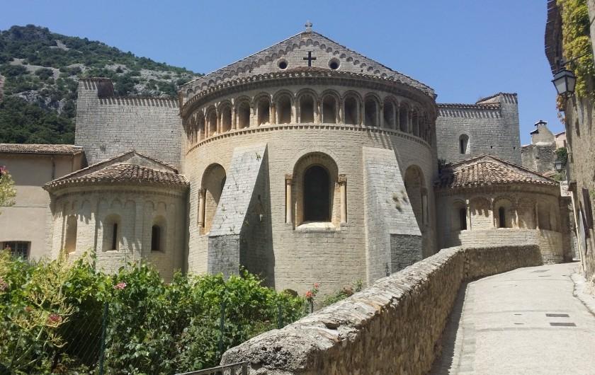 Location de vacances - Chambre d'hôtes à Saint-Jean-de-Fos - Abbaye de Gellone à Saint Guilhem le désert