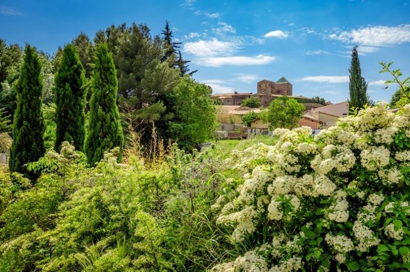 Location de vacances - Chambre d'hôtes à Saint-Jean-de-Fos - Vue du village de Saint Jean de Fos depuis la propriété