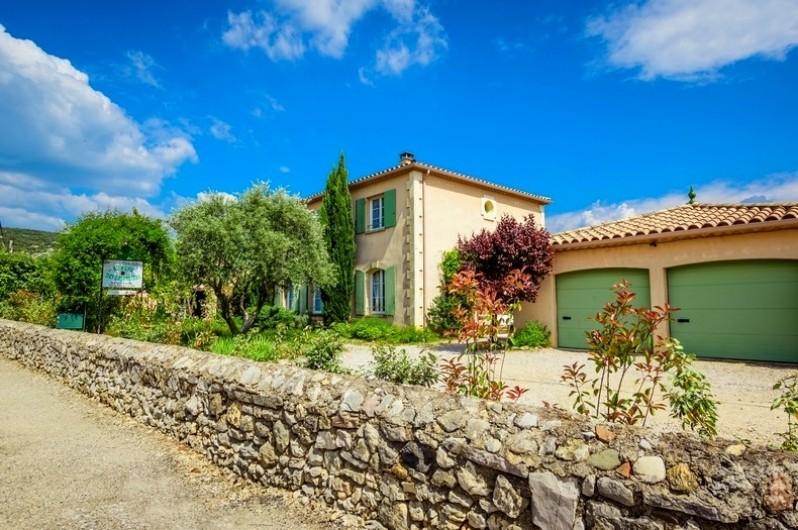 """Location de vacances - Chambre d'hôtes à Saint-Jean-de-Fos - Devanture propriété """"Au Pays des Orjouliers"""""""