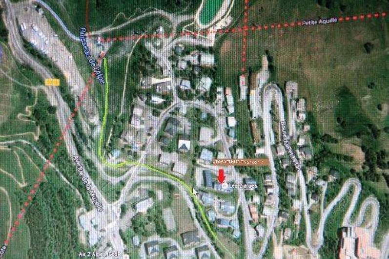 Location de vacances - Studio à Les Deux Alpes - accès direct à la piste verte du parking de la résidence.