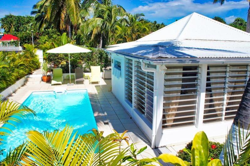 Location de vacances - Villa à Saint-François - Vue mer depuis tous les espaces de la villa
