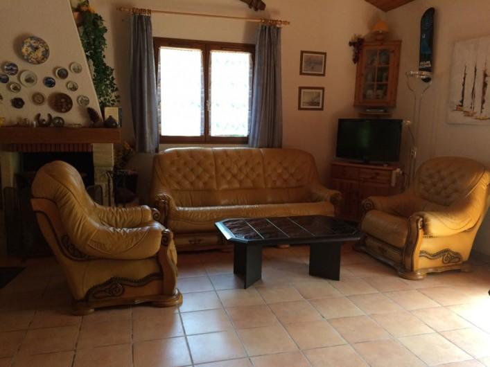 Location de vacances - Villa à Biscarrosse Plage - Séjour, Salon cuir et télévision
