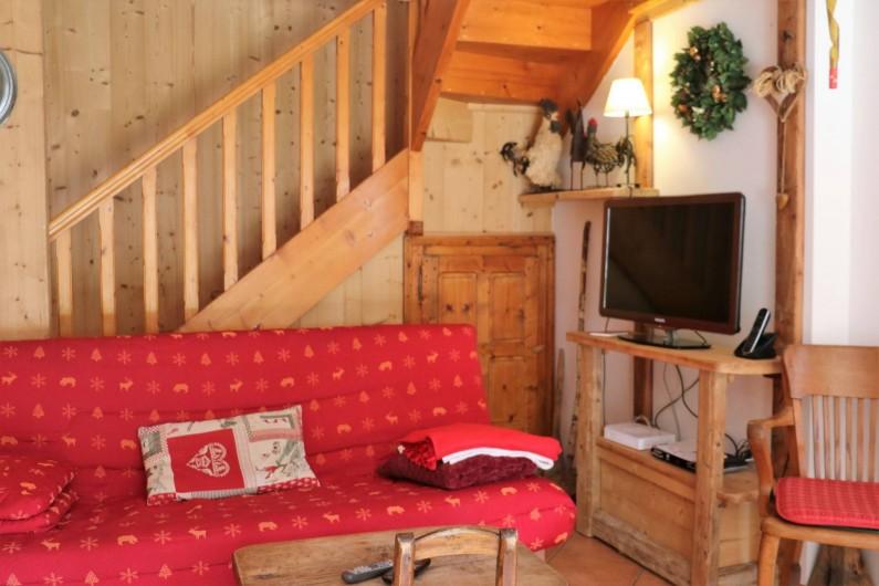 Location de vacances - Chalet à Saint-Jean-d'Arves - Rdc canapé coin TV