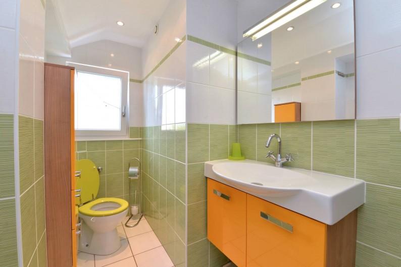 Location de vacances - Gîte à Logelheim - Salle d'eau de l'étage