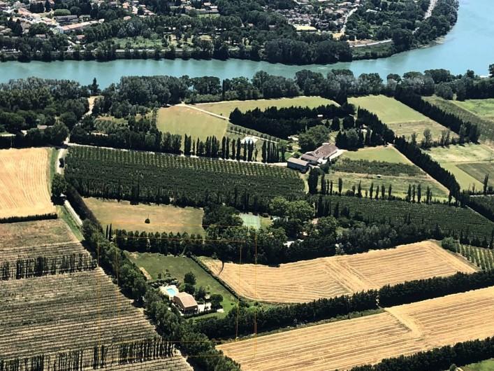 Location de vacances - Villa à Avignon - Vue hélicoptère Au Soleil Ocre en bas à gauche
