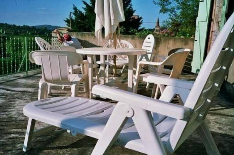 Location de vacances - Mas à Saint-Paul-le-Jeune - terrasse  (40 m2) acces depuis la cuisine