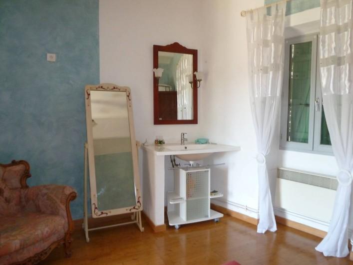 Location de vacances - Mas à Saint-Paul-le-Jeune - Point d'eau  dans chambre chambre 1