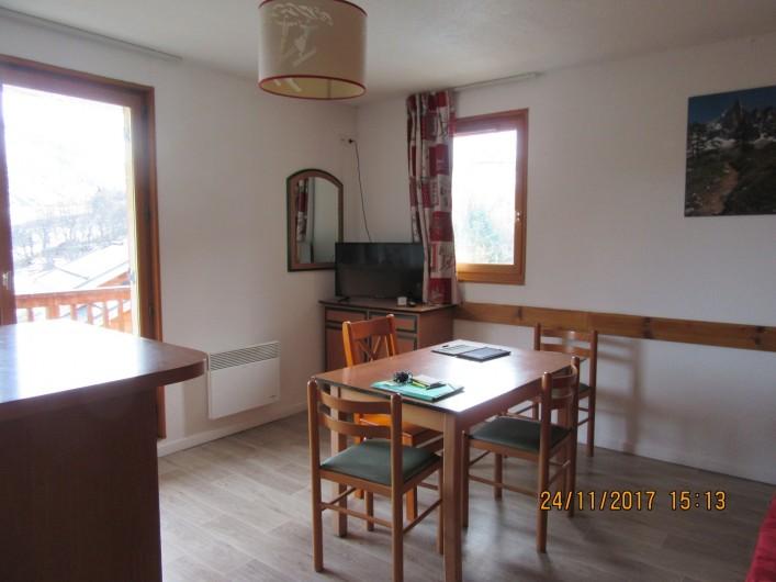 Location de vacances - Appartement à Saint-Sorlin-d'Arves - coin repas