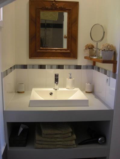 Location de vacances - Chambre d'hôtes à Sarlat-la-Canéda - Salle de bain