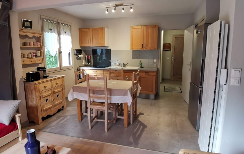 Location de vacances - Appartement à Pelvoux - Cuisine équipée  ouverte sur salon
