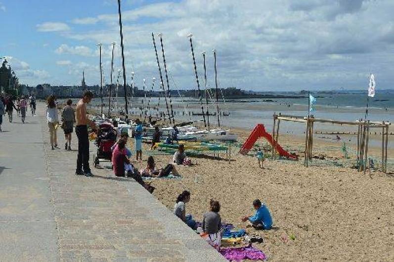 Location de vacances - Studio à Saint-Malo - la plage de la Hoguette à 200m de la location