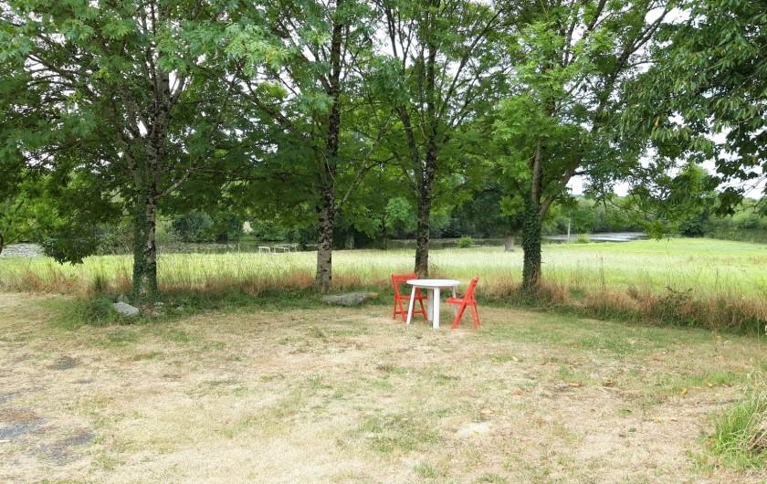 Location de vacances - Maison - Villa à Moncoutant-sur-Sèvre - Parking du gîte