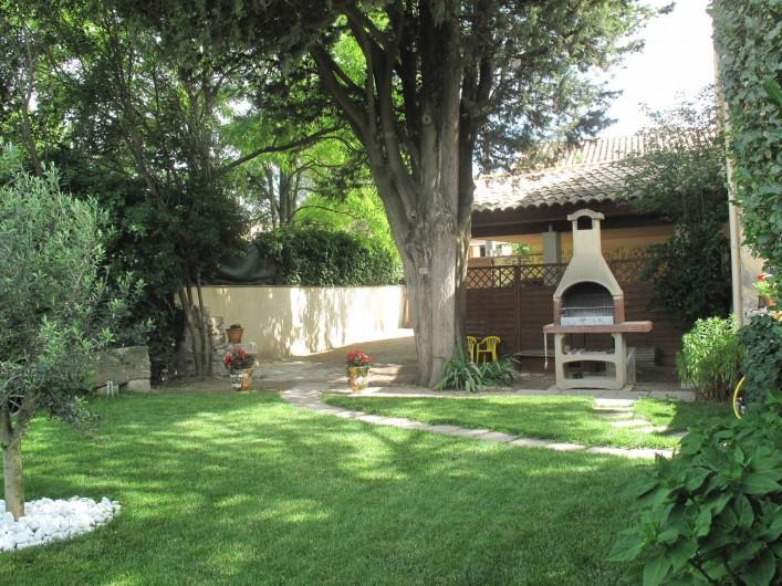 Location de vacances - Gîte à Lapalud - jardin privatif