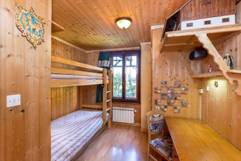 Location de vacances - Chalet à Chamonix-Mont-Blanc - chambre au rez-de-chaussée avec 2 lits superposés