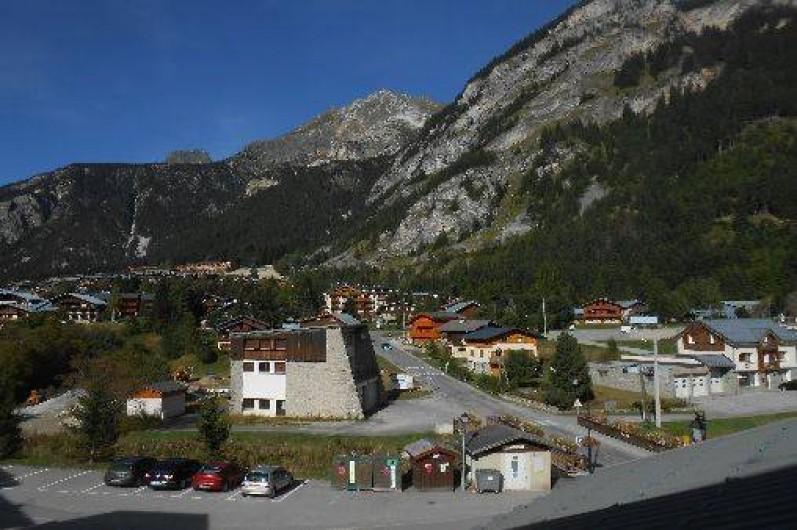 Location de vacances - Appartement à Pralognan-la-Vanoise - vue du balcon vers le nord dont le parking