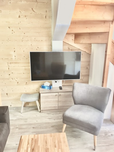 Location de vacances - Appartement à Saint-Sorlin-d'Arves - séjour écran LCD