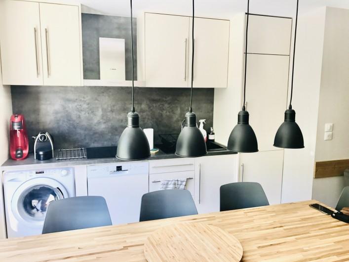 Location de vacances - Appartement à Saint-Sorlin-d'Arves - cuisine totalement équipée