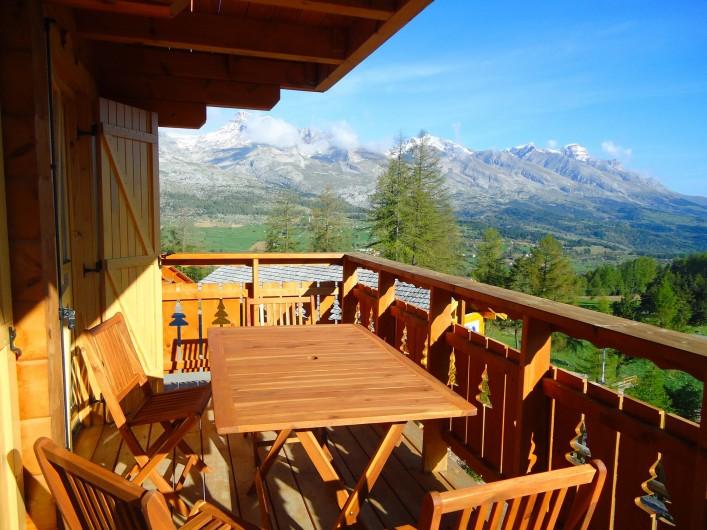 Location de vacances - Chalet à La Joue du Loup - Chalet Sylvaine - Balcon vue montagne