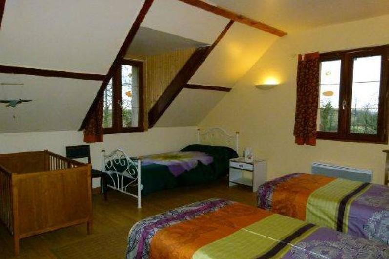 Location de vacances - Gîte à Outines - Chambre Les Grues cendrées 2 lits 90 x 200 + 1 lit + lit bb
