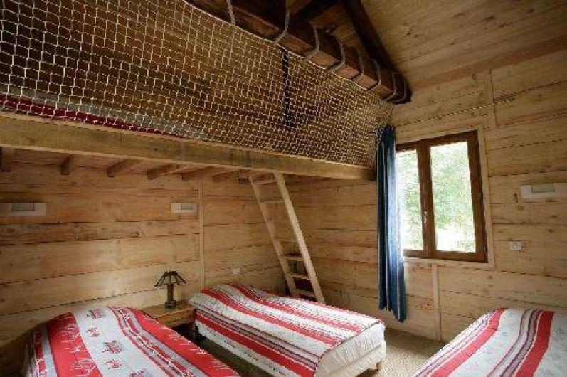 Location de vacances - Gîte à Outines - Chambre L'Aigle Pygargue 2 lits 90 x 200 + 2 lits 90 x 190