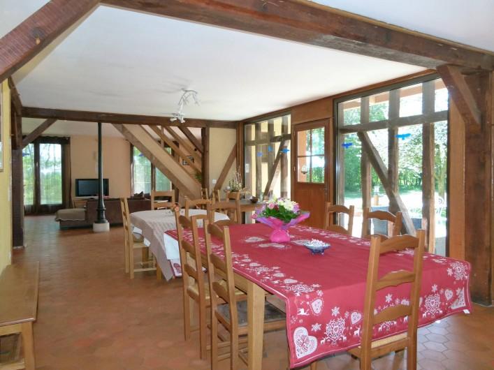 Location de vacances - Gîte à Outines - Vaste salle de séjour et de vie de 80 m² très lumineuse avec ses larges baies
