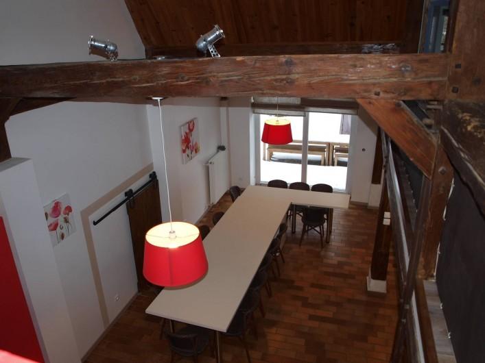 Location de vacances - Gîte à Corcieux - La cuisine ouverte vue de la mezzanine