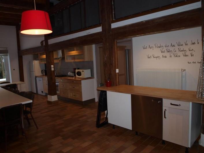 Location de vacances - Gîte à Corcieux - Grande pièce à vivre côté cuisine