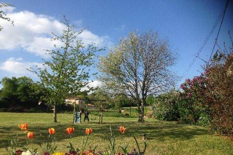 Location de vacances - Gîte à Corgnac-sur-l'Isle - Vue du pré avec portique