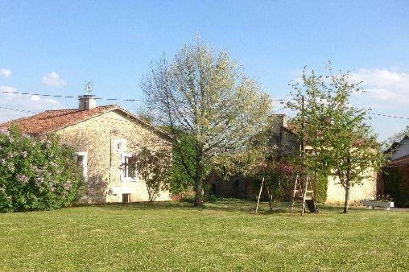 Location de vacances - Gîte à Corgnac-sur-l'Isle - Vue du pré