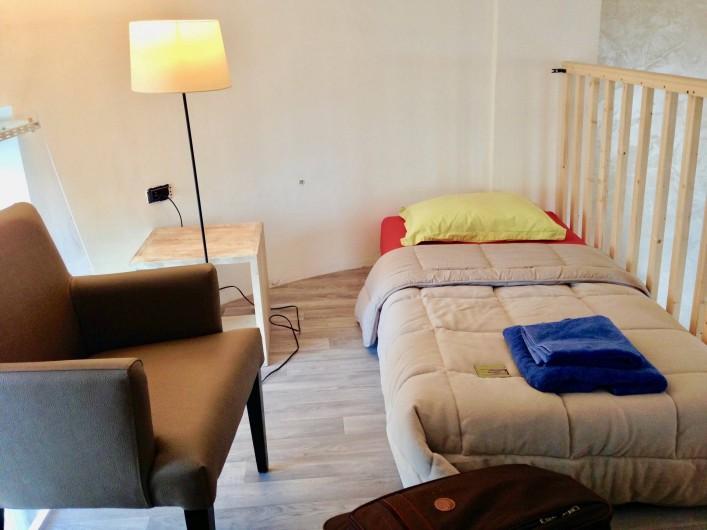 Location de vacances - Appartement à Monaco-Ville - lit ds la chambre du haut ds la mezzanine