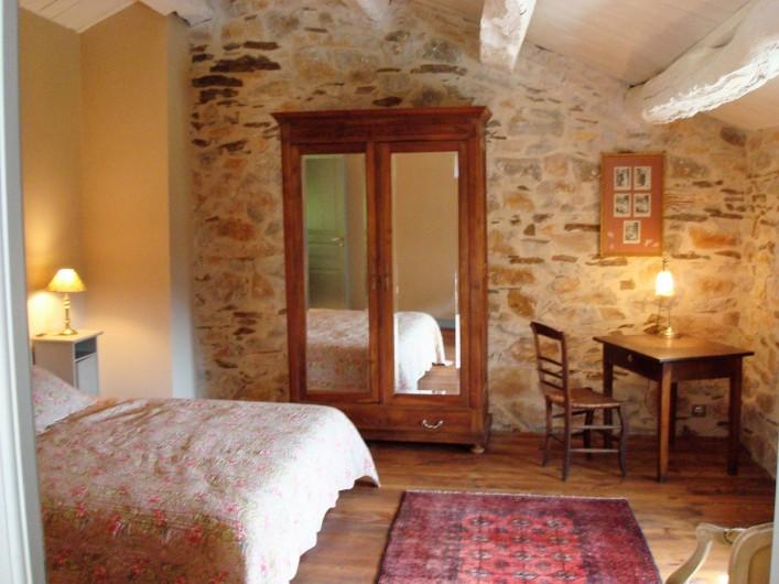Location de vacances - Mas à Courniou - une chambre