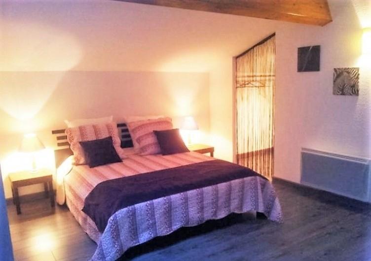 Location de vacances - Gîte à Saint-Alban-Auriolles - chambre parentale 15 m2 à l'étage