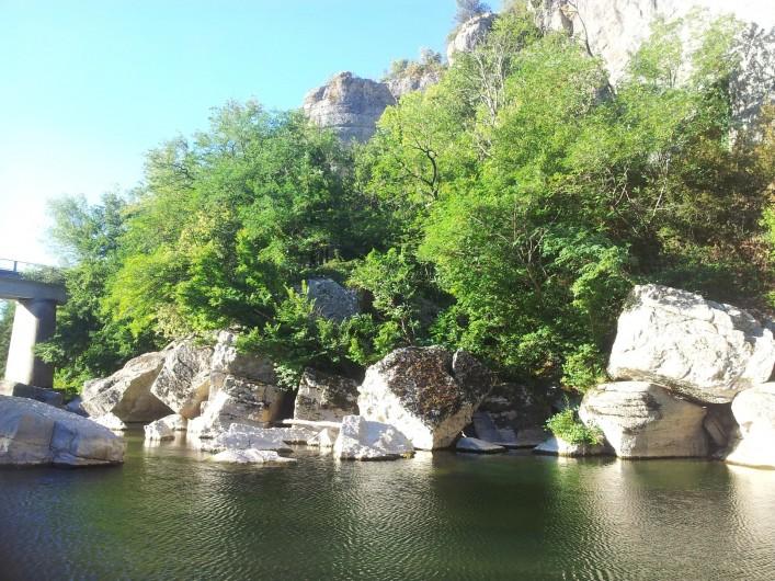 Location de vacances - Gîte à Saint-Alban-Auriolles - rivière de La Beaume à 4 km avec plage