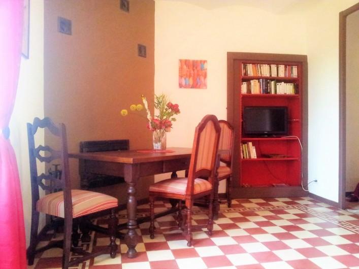 Location de vacances - Gîte à Saint-Alban-Auriolles - salle à manger