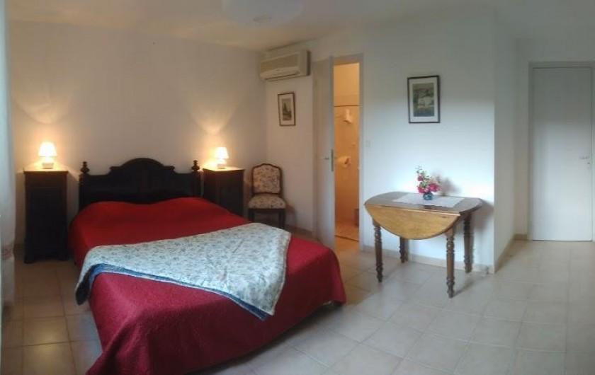 """Location de vacances - Chambre d'hôtes à Saint-Martin-le-Vieil - Chambre """"Verger"""""""
