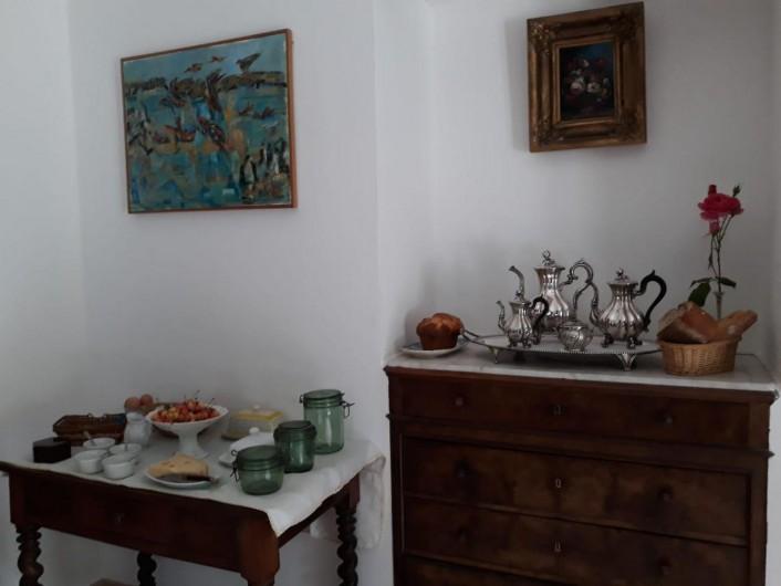 Location de vacances - Chambre d'hôtes à Saint-Martin-le-Vieil - le petit-déjeuner version mini-buffet